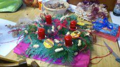 30.11.2013 - ženy tvořily adventní věnce